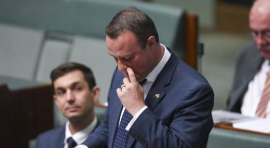 Депутат-гей позвал друга замуж вовремя совещания парламента