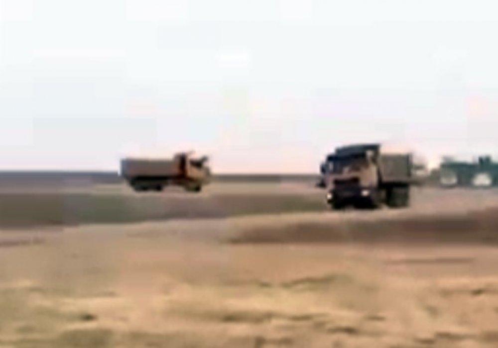 По жалобам жителей Кульсары на сброс нефтяных отходов начнут проверку - прокуратура