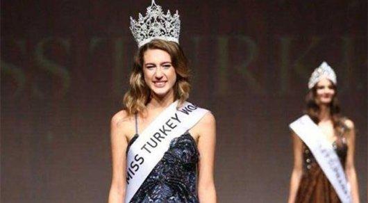 Лишившейся своего звания «Мисс Турции-2017» сейчас угрожает тюремный срок