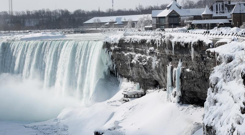 Oxu.az - Ниагарский водопад замерз из-за сильных холодов