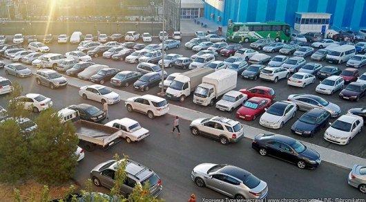 Автомобили черного цвета запретили вТуркменистане