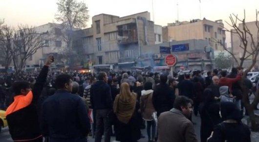 Тегеран обвинил впротестах США, великобританию иСаудов