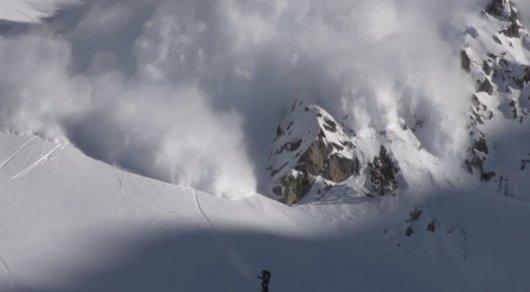 Американский сноубордист спровоцировал сход лавины вПиренеях исам чуть не умер