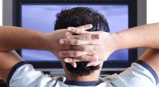 Сидение утелевизора угрожает человеку тромбозом— Ученые