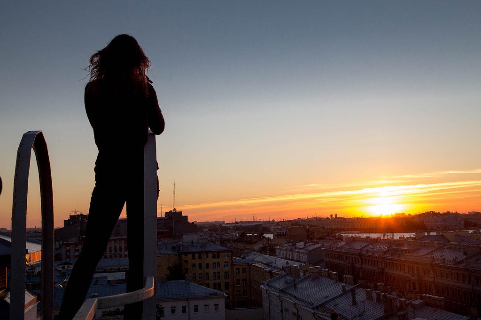 девушка крыша закат загрузить