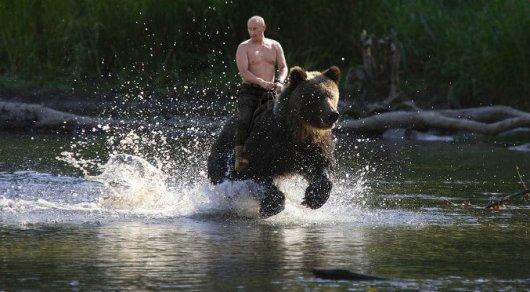 «Помиловать можно любого человека, ежели он данного заслуживает»— Путин оНавальном