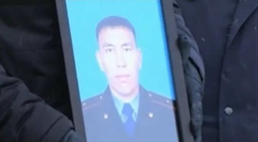 Младшего лейтенанта Байбека Карымсакова нашли мертвым в акимате Актобе. © ktk.kz