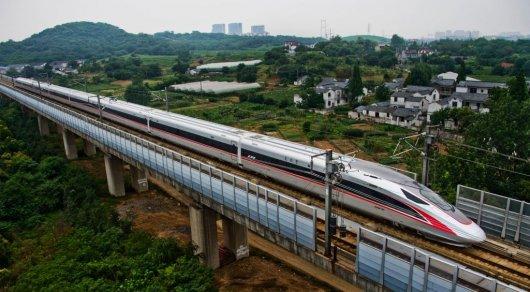 Скоростной поезд длиной неменее 400м прошел первые тестирования в КНР