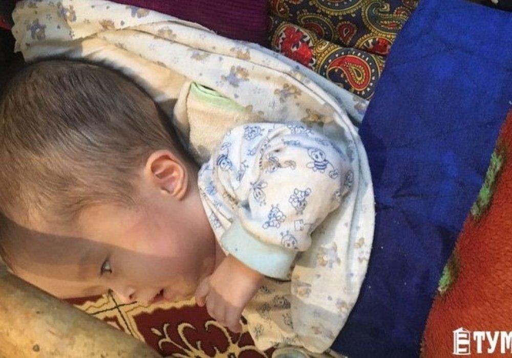 """""""Его голова быстро увеличивается"""". Мама ребенка из Мангистау находится в отчаянии"""
