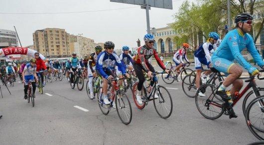 ПосолРК доехал навелосипеде изУзбекистана вКазахстан