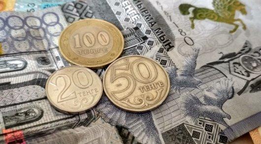Вобменниках доллар вырос до334 тенге
