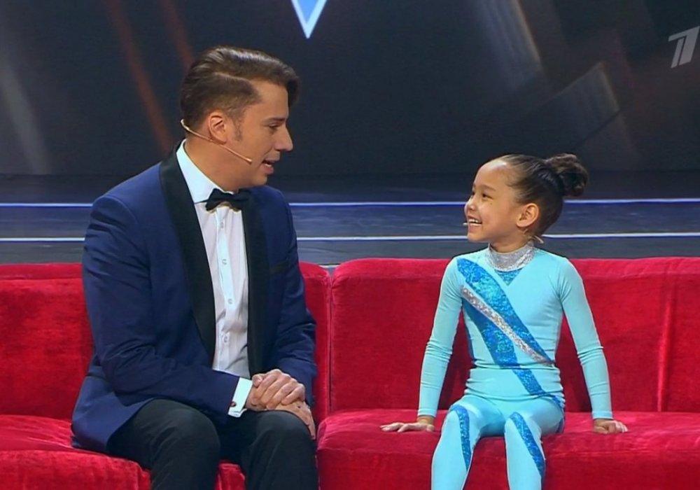 6-летняя девочка из Алматы покорила зрителей Первого канала