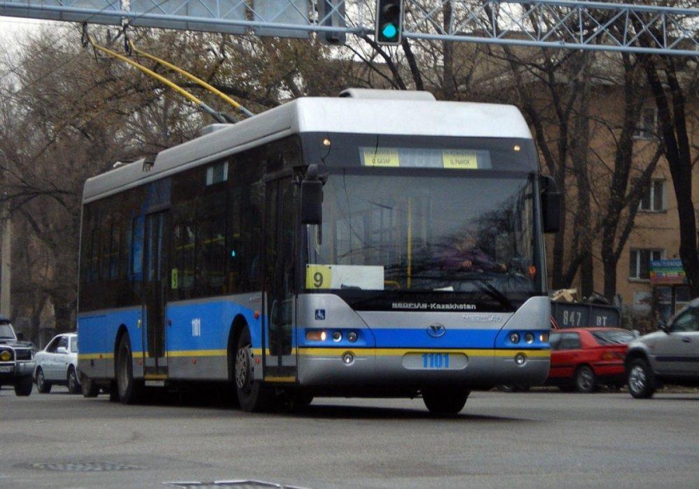 Водитель троллейбуса спасла пассажирку в Алматы