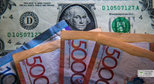 Курс нацвалюты наторгах KASE повысился до327,87 тенге за $1