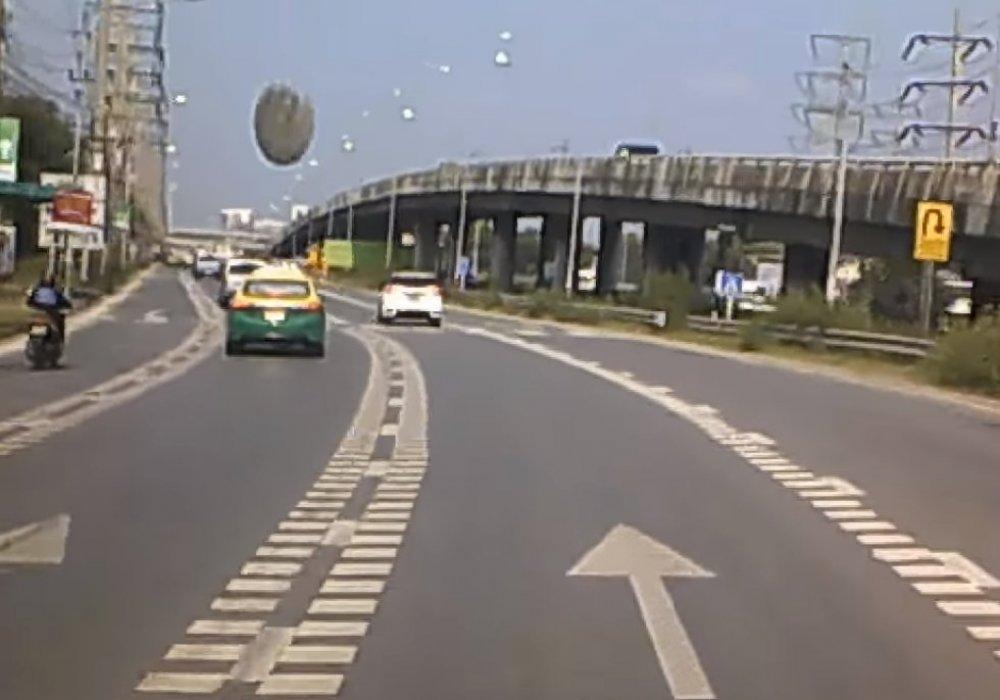 """На оживленное шоссе в Таиланде рухнул """"НЛО"""""""
