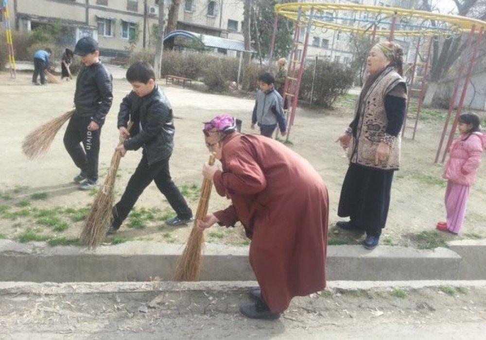 В Узбекистане запретили бесплатный труд учителей и врачей