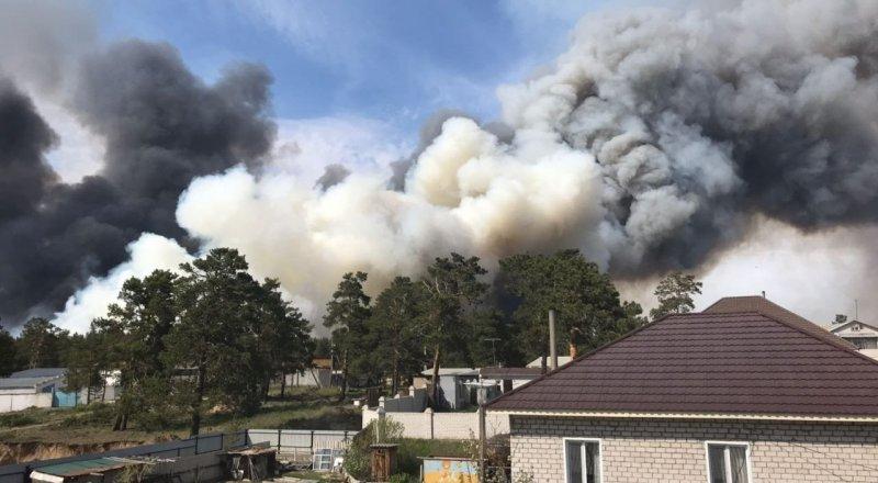 Более 130 человек и вертолет тушат пожар в ВКО