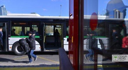 Голая девушка, раздели в автобусе смотреть