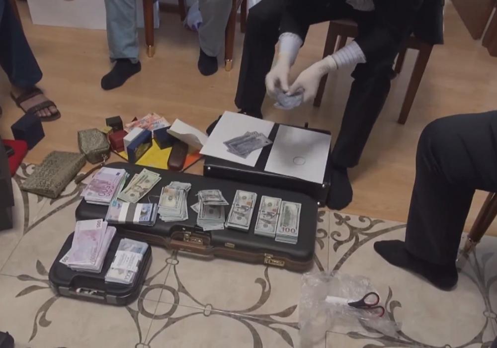 Появилось видео обыска квартиры бывшего ответственного секретаря МИД
