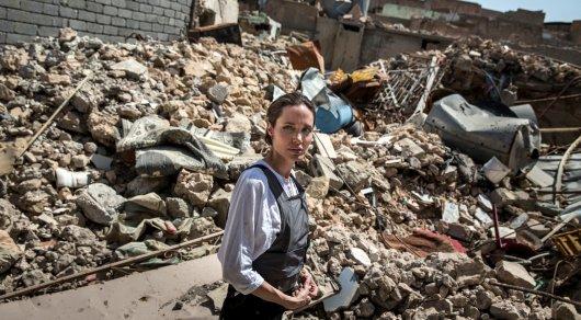 Анджелина Джоли пришла вужас отразрушений виракском Мосуле