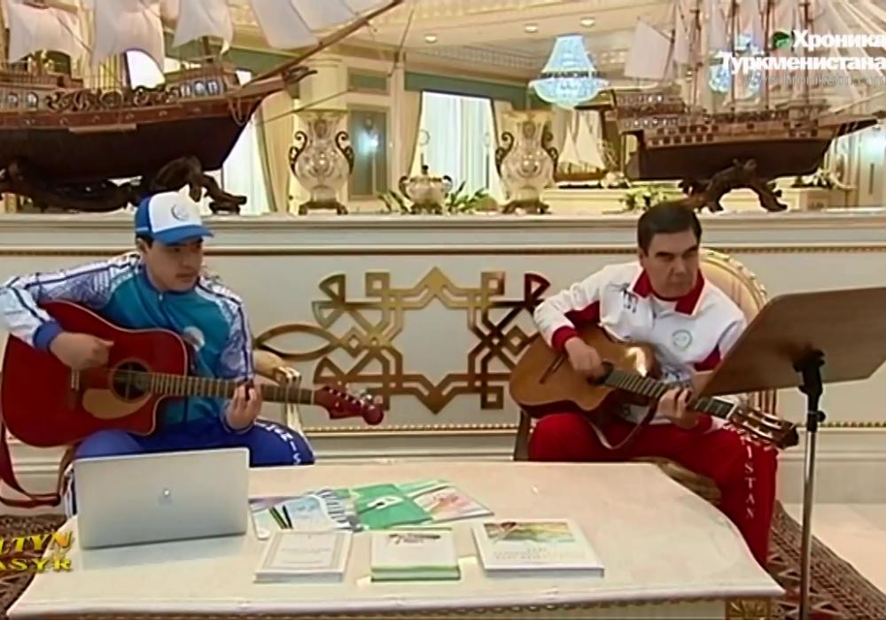 Президент Туркменистана вместе с внуком прочитал рэп