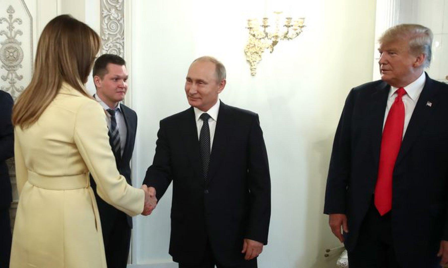 Психолог объяснил испуг жены Трампа после рукопожатия с Путиным