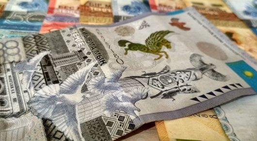Доллар достиг своего пика— 348,38 тенге надневных торгах