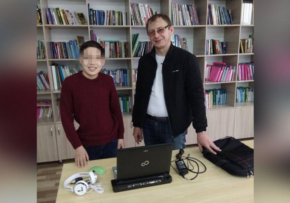 Алматинец ремонтирует старые компьютеры и раздает нуждающимся детям