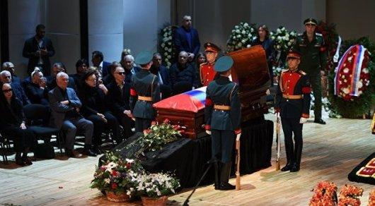В российской столице началась церемония прощания сИосифом Кобзоном