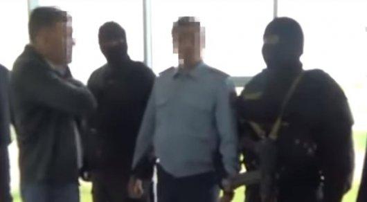 300 тысяч тенге за закрытие дела: глава следственного отдела в Астане попался на взятке (ВИДЕО)