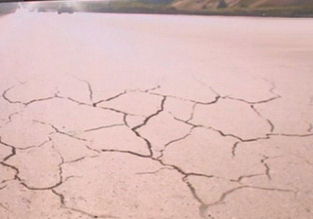 Растрескавшийся автобан в Карагандинской области стоил 11 миллиардов тенге