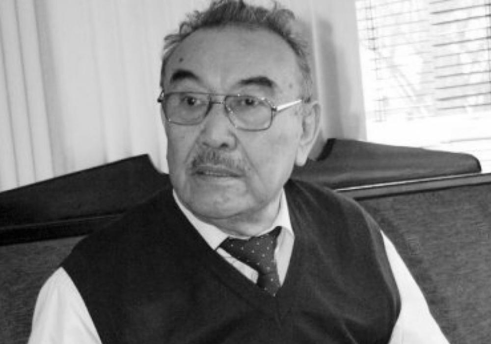 В Алматы простились с писателем Шерханом Муртазой