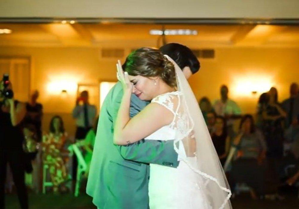 Танец с пятью братьями дал невесте возможность услышать голос покойного отца