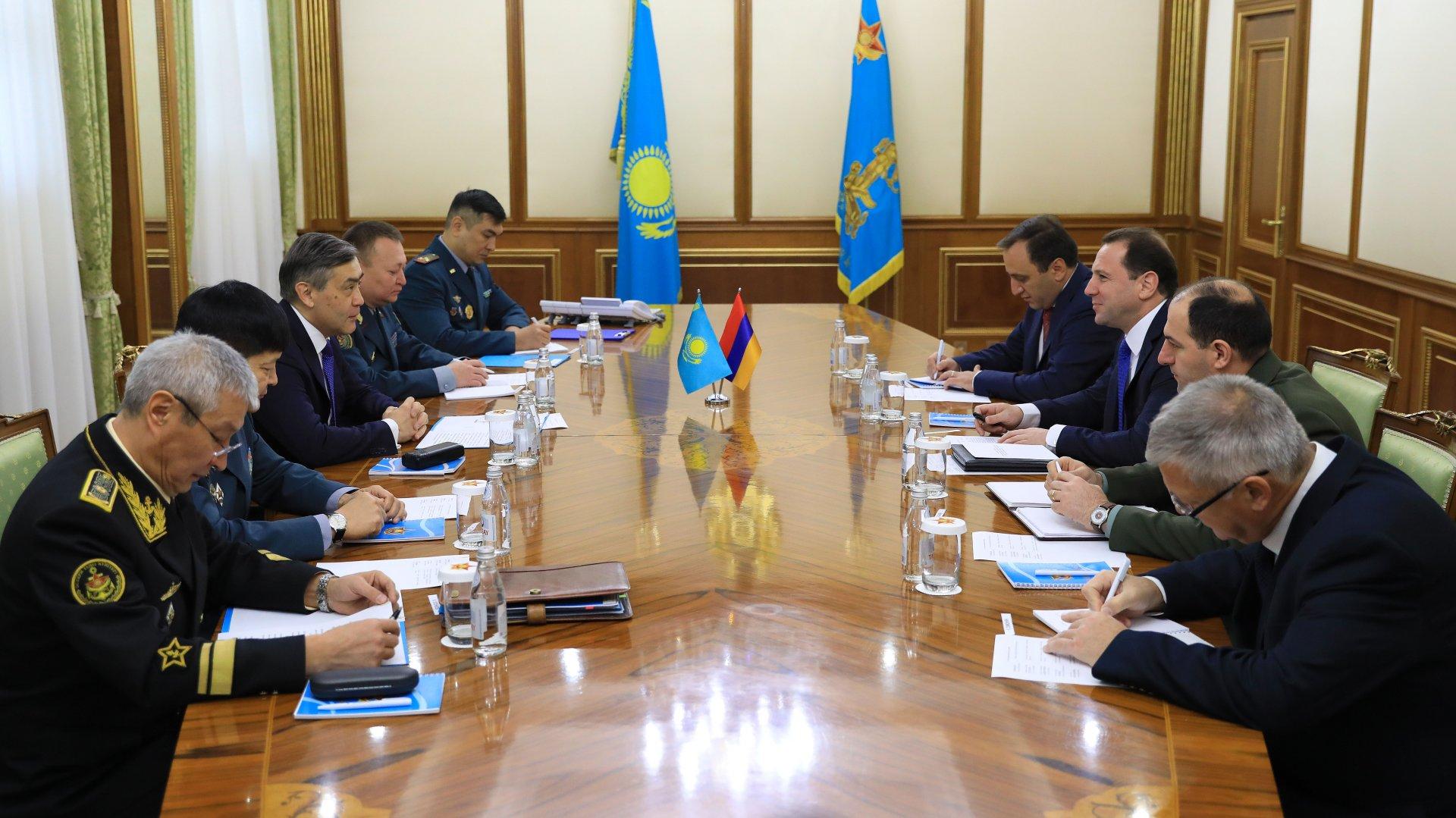 В Астане прошла встреча министров обороны Казахстана и Армении