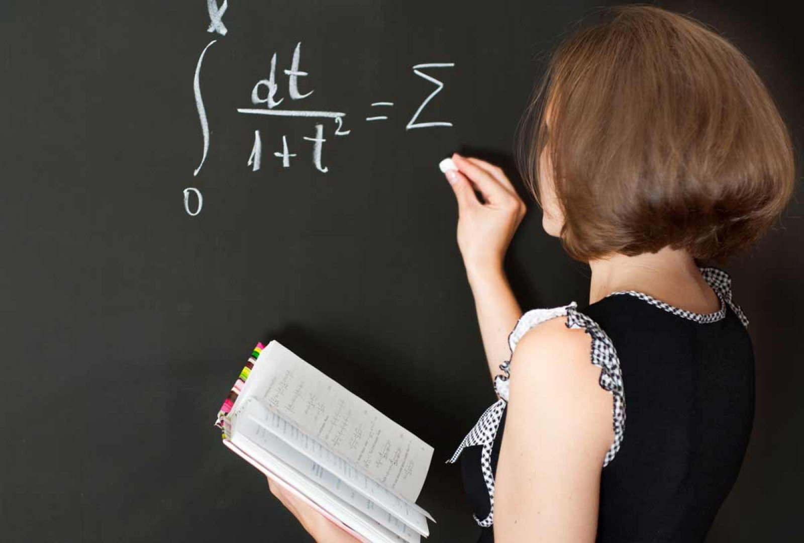 Зарплаты учителям и жилищные сертификаты. На что потратят 43 миллиарда тенге в Астане