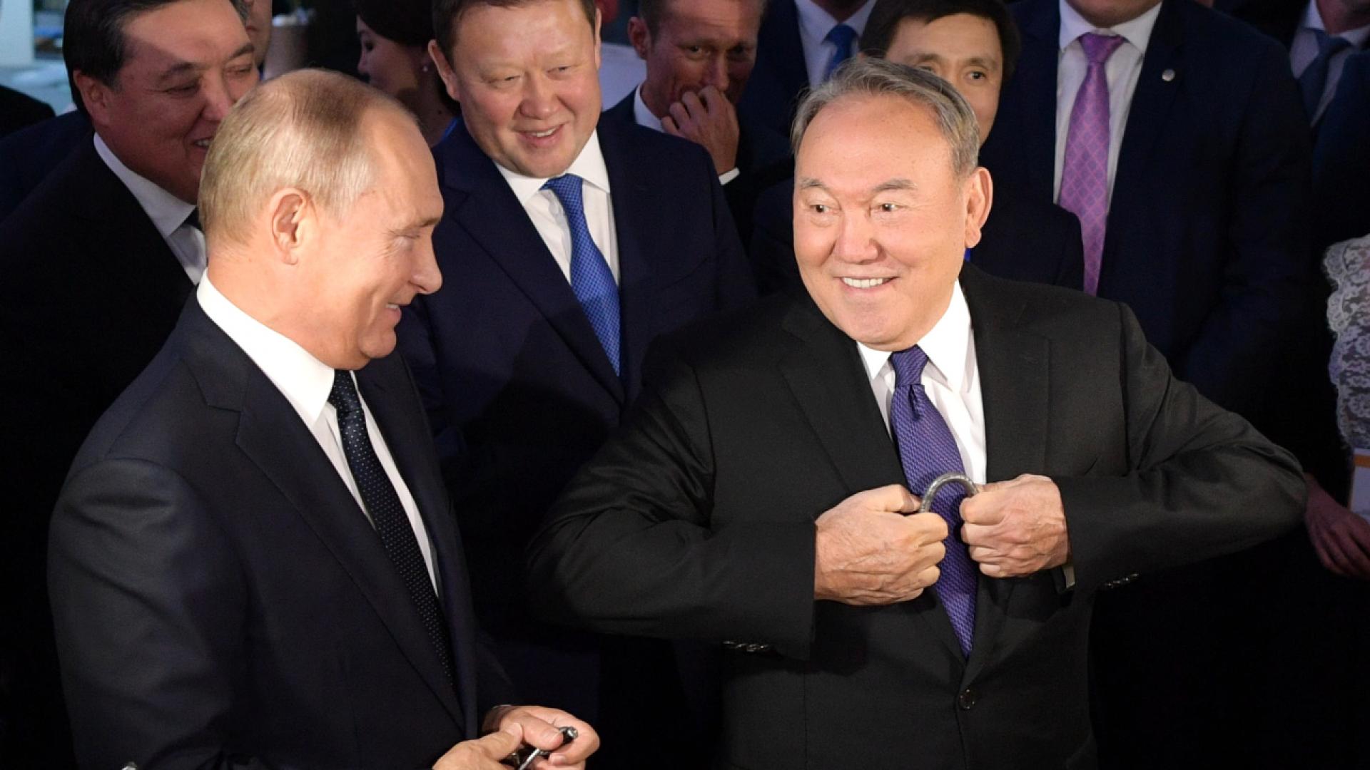 Путин рассказал, о чем Назарбаев шепнул ему на ухо