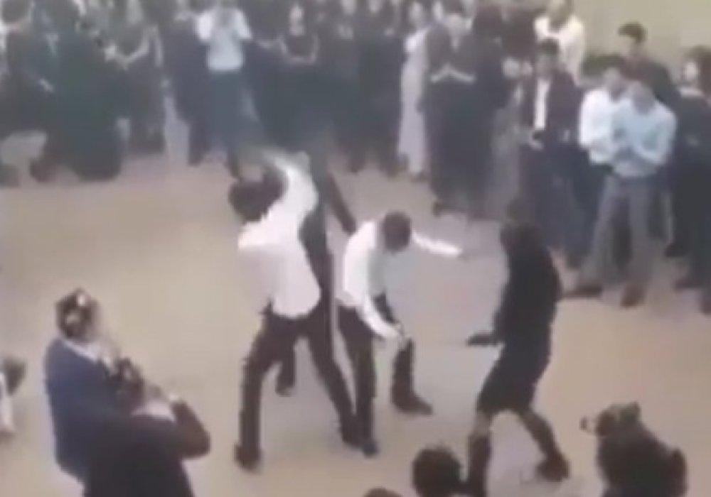 """Опубликовано видео массовой драки на """"узбекской свадьбе в Казахстане"""""""