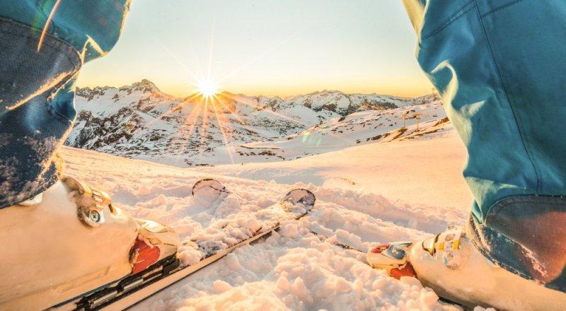 Первый раз на горнолыжный курорт  10 простых советов для новичка   Tengri  Travel f1275dcbec2