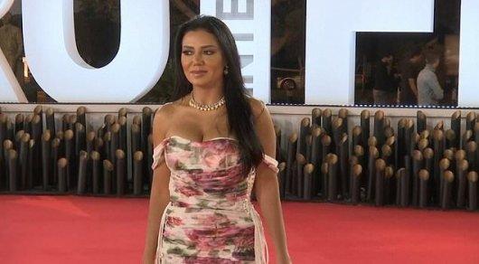 В Египте актрису обвинили в 'подстрекательстве к разврату' за появление в откровенном платье
