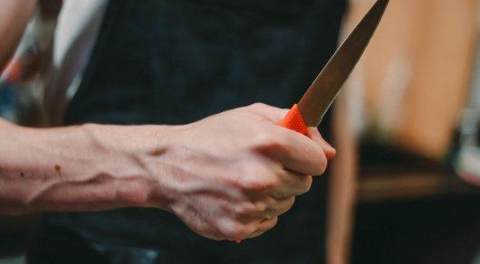 На фельдшера скорой помощи напали с ножом в Астане