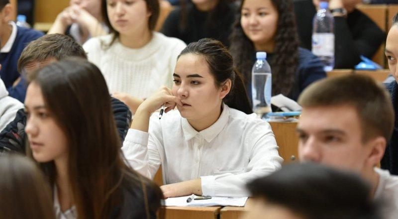 Первое платное ЕНТ проходит в Казахстане