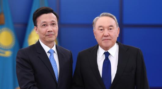 Нурсултан Назарбаев встретился с послом Китая в Казахстане