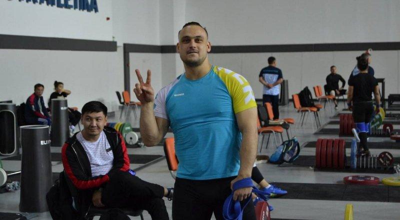 Илья Ильин остался без медали на чемпионате по тяжелой атлетике