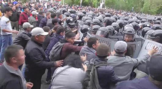 Митинги 9-12 июня: пострадали более 300 полицейских