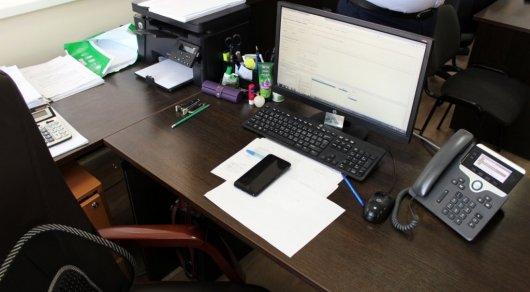 Госслужащие продолжают пользоваться смартфонами на работе, несмотря на запрет
