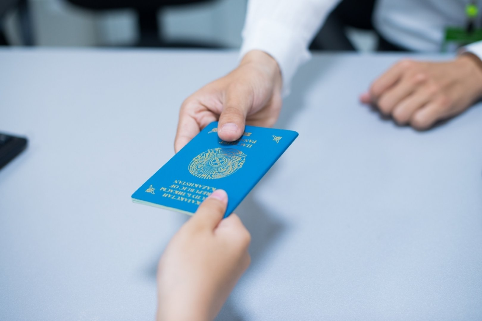 Отказаться от гражданства украины для получения рвж или при получении рф
