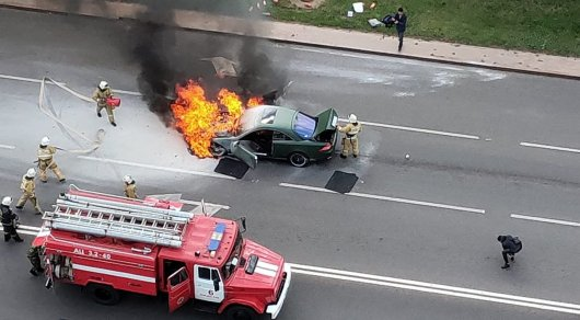 Mercedes-Benz сгорел в центре Нур-Султана