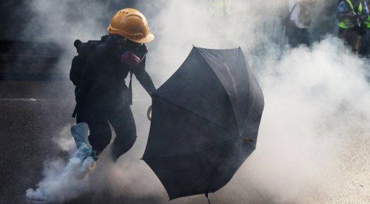 Милиция Гонконга задержала подростка поподозрению всожжении флага