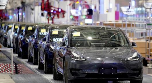 Автомобили Tesla заговорят с пешеходами- REUTERS