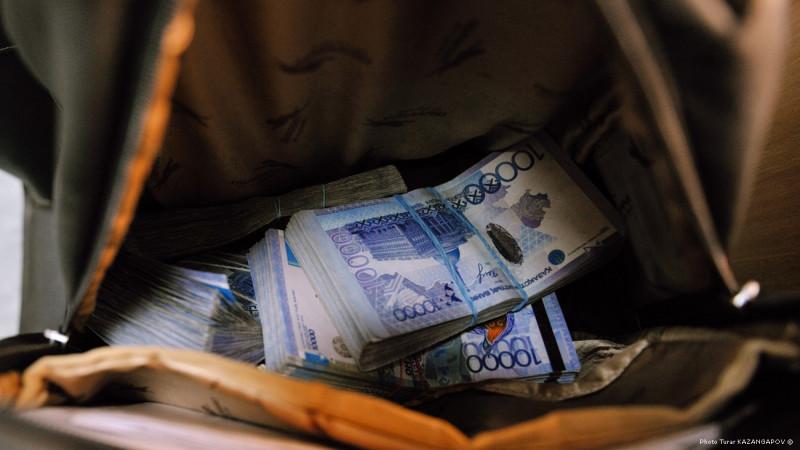 Почти 117 миллионов тенге везла с собой в поезде 22-летняя девушка, деньги украли в первой половине пути